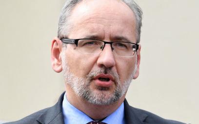Minister Niedzielski odznaczył pracowników punktu szczepień w Grodzisku Mazowieckim
