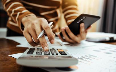 Więcej firm zapłaci ryczałt, spadną też stawki podatku