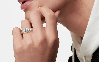 Są piękne,nie szokują: pierścionki zaręczynowe dla mężczyzn