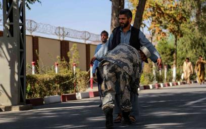 Kontrola przed lotniskiem międzynarodowym w Kabulu