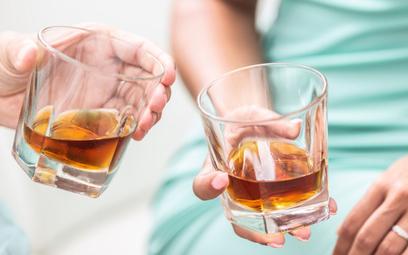 """Kobiety apelują: whisky to nie """"męski trunek"""". Pomijacie nas"""