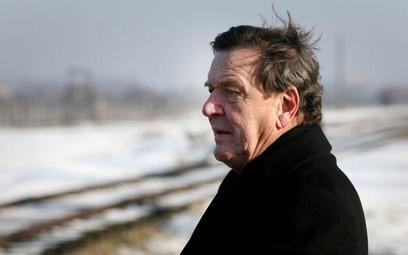 Kanclerz Gerhard Schroeder, nie oglądając się na stanowisko innych krajów europejskich, zwłaszcza le