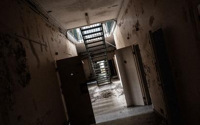 Stare więzienie na sprzedaż. Wymaga potężnego remontu