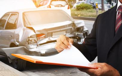 Kłopotliwe koszty ekspertyzy po rozbiciu auta