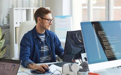 Praca w sieciowych platformach jak etat