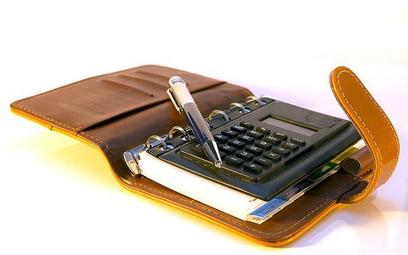 W jaki sposób księgować podatek od nieruchomości w księgach rachunkowych