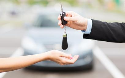 Sukces e-usługi umożliwiającej zgłoszenie kupna lub sprzedaży auta