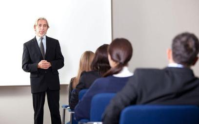 Szkolenia dla kontrahentów w kosztach podatkowych - fiskus wydaje różne interpretacje