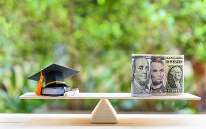 Amerykańscy studenci toną w długach