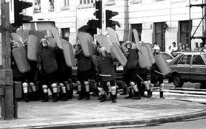 Oddział ZOMO podczas tłumienia demonstracji, 1989 r.