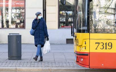Luźniejsze limity: w komunikacji miejskiej będzie już ciaśniej