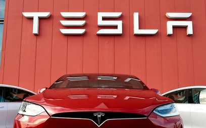 Tesla szuka ludzi znających język polski
