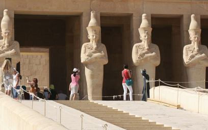 Egipt: Nocą podróżujesz, w dzień zwiedzasz