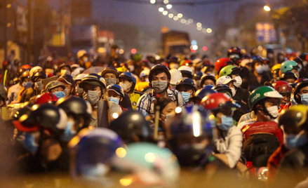 Tysiące osób opuszczają Ho Chi Minh City