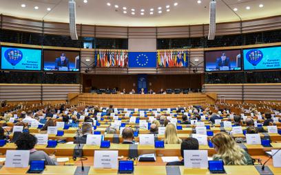 Europarlamentarzyści: Czas działać ws. Polski i Węgier