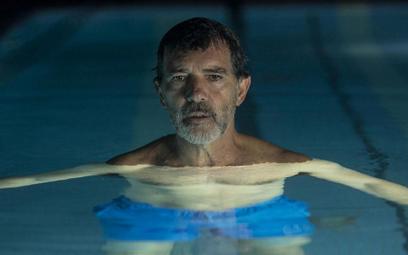 """Antonio Banderas w festiwalowym hicie – nowym filmie Pedro Almodóvara """"Ból i blask""""."""