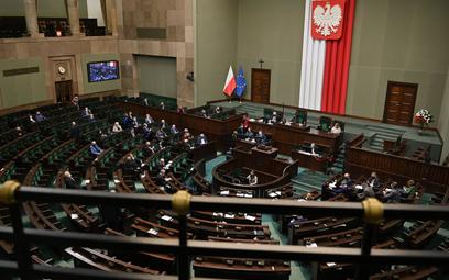 Awantura o likwidację OFE w Sejmie: haracz i skok na kasę
