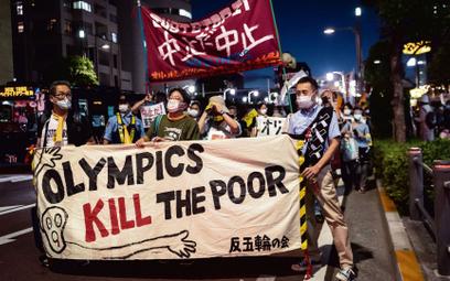 """""""Igrzyska zabijają biednych"""". Japończycy protestujący przeciwko igrzyskom olimpijskim podczas wizyty"""