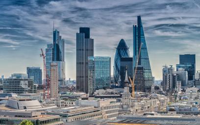 Paszporty covidowe zdobywają Londyn