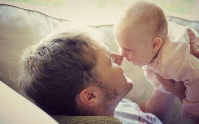 Finlandia zapewni ojcom taki sam urlop rodzicielski co matkom