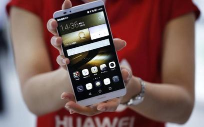 Huawei surowo karze za korzystanie z iPhone`a