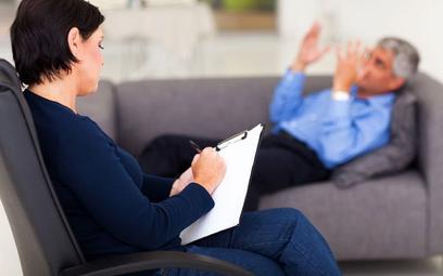 Skierowanie szefa firmy na badania psychologiczne dla kierowców nie wyrządzi firmie znacznej szkody