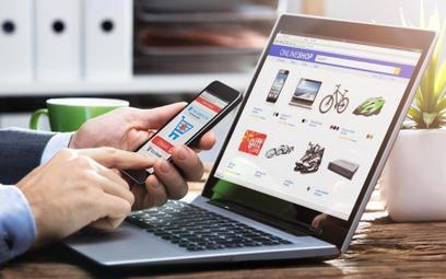 Polacy zaskakująco o e-zakupach. Rzecz, która najmocniej irytuje