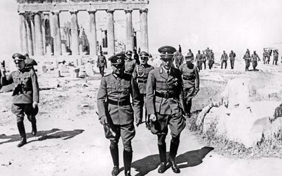 Niemiecki feldmarszałek Walther von Brauchitsch (na środku po lewej) na Akropolu wAtenach, maj 1941