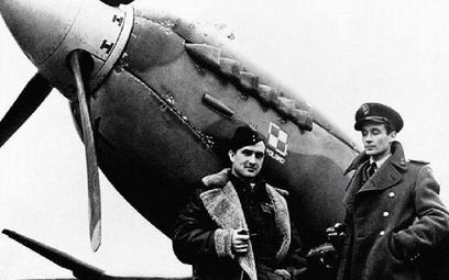 Wielu absolwentów szkoły w Dęblinie walczyło w Wielkiej Brytanii. Na zdjęciu piloci polskiego dywizj