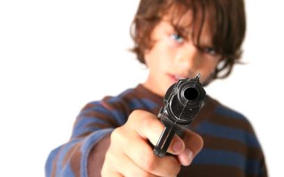 Konsekwencje dostępu do broni są tragiczne i drogie
