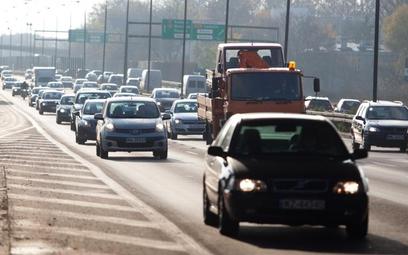 Nieekologiczne auta nie wjadą do centrów miast. Zakaz może uderzyć w miliony kierowców.