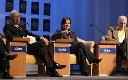 Zwolnienia dziennikarki Milne miał się domagać od Michelle Guthrie (w środku). Ostatecznie to Guthri