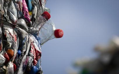 Sieci handlowe ostro walczą z plastikiem. To nie tylko deklaracje