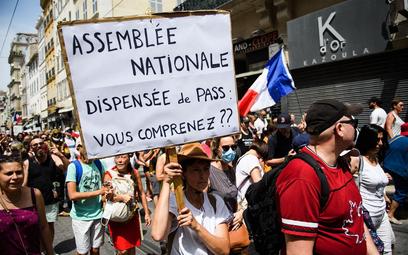 Francja zaostrza przepisy covidowe. Parlament przyjął ustawę