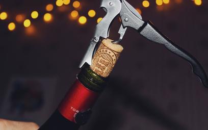 Drugie najtańsze wino w karcie: zamawiać czy unikać?