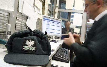 Wbrew obowiązującym przepisom celnicy żądają od kolejnych nabywców potwierdzenia, że podatek akcyzow