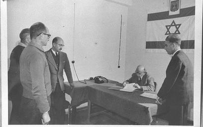 Adolf Eichmann oczekujący na przesłuchanie. Jerozolima, 1961