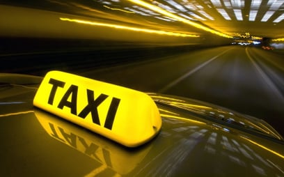 Taksówkarze nie są zadowoleni z dopłat do elektryków