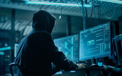 Rekordowa aktywność hakerów. Atakuje AI i roje botów