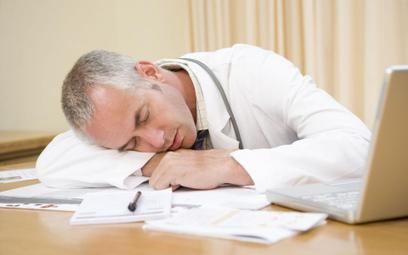Inspekcja pracy apeluje o wprowadzenie limitu czasu pracy
