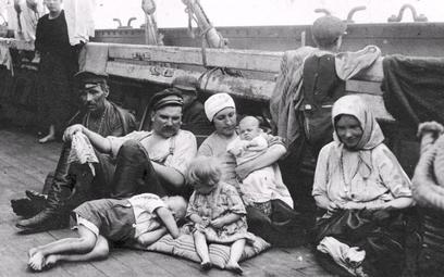Polscy emigranci w drodze do Ameryki, początek XX w.