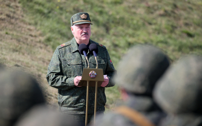 Aleksander Łukaszenko przemawia do żołnierzy biorących udział w ćwiczeniach Zapad-2021