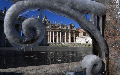 Watykan: Zwolnienie grozi tym, którzy nie chcą się zaszczepić przeciw COVID-19