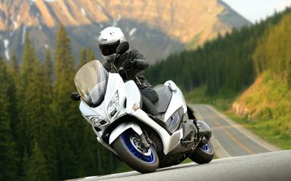 Suzuki Burgman 400: Komfort, ekologia i przydatna elektronika