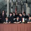 ?Podpisanie współpracy wyszehradzkiej na Zamku Wyszehrad na Węgrzech, 15 lutego 1991 r., podpisują o