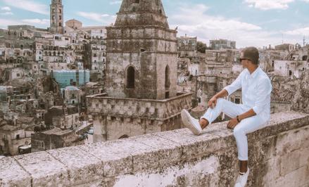 Zdcjęcie na tle panoramy Matery – to obowiązkowy punkt programu dla turystów z całego świata odwiedz