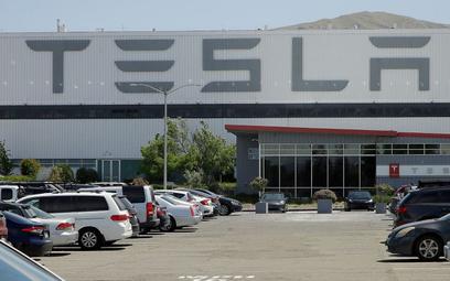 Tesla musi zapłacić byłym pracownikom 137 mln dolarów