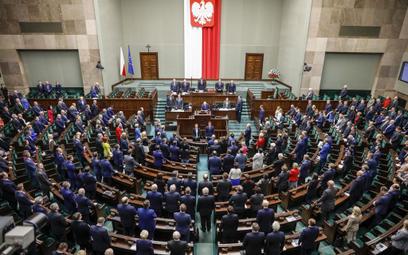 Sondaż: Aż siedem partii w Sejmie?
