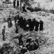 Ekshumacja zwłok polskich oficerów zamordowanych przez NKWD w lasach katyńskich, przeprowadzana prze