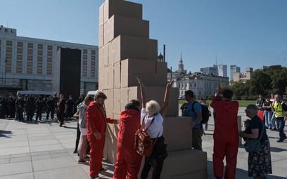 Happening Lotnej Brygady Opozycji przy Pomniku Ofiar Tregedii Smoleńskiej na placu marszałka Piłsuds
